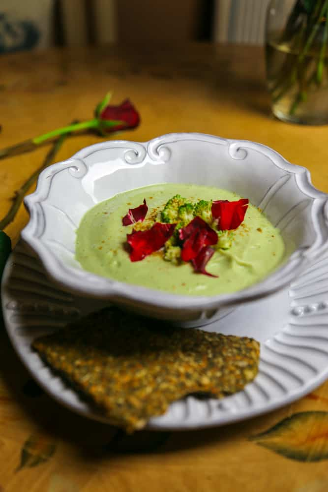 bowl of green broccoli soup